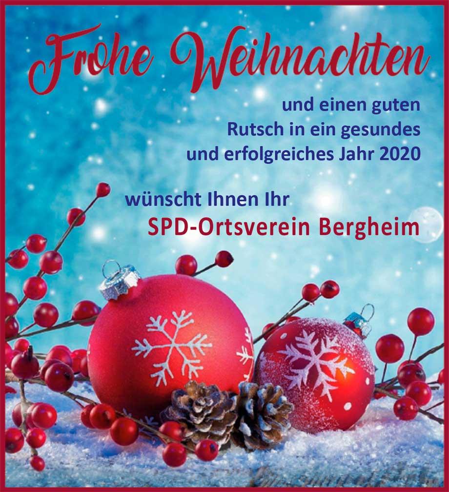 Weihnachtsanzeige mit roten Kugeln, Früchten und Schnee